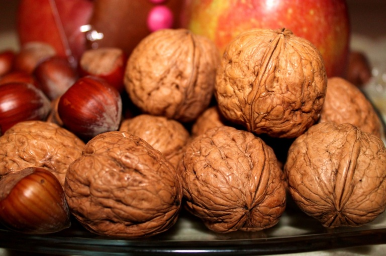 walnuts-nuts-nicholas-advent-42320